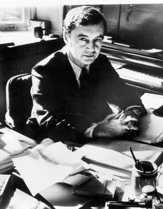 goffman and giddens Social reality rests upon humanity's material condition in constructing a sociology of social interaction, erving goffman's dramaturgical theory and anthony giddens' structuration theory have escaped the structure-agency dualism of traditional social theories.